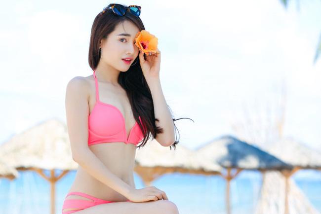 Nhã Phương mặc bikini